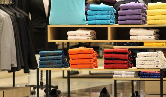 Nadruki na odzież – kiedy może przydać się taka profesjonalna usługa?