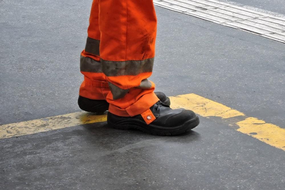 Buty robocze na lato – sandały czy półbuty?